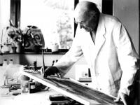 Hermann Moog am Schreibtisch